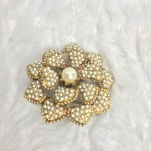 Sarah Coventry Vintage brooch heart shaped floral